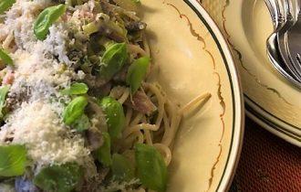 Krämig pasta med skinka och champinjoner